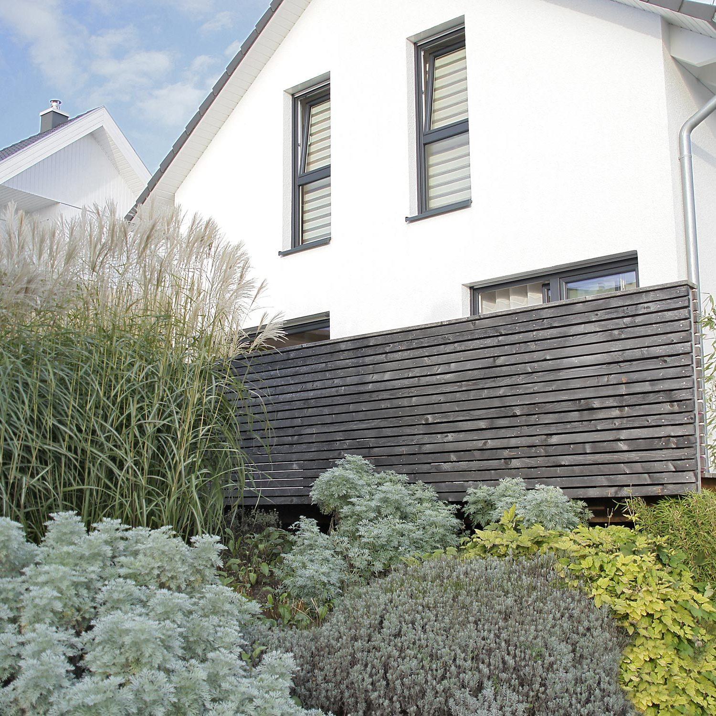 Garten-Gestaltung mit Stauden und Gräsern in einem kleinen Garten bei Plochingen